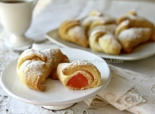 Crescent with Turkish delight (Laffafate bel-raha)